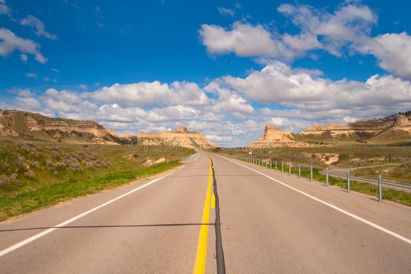 Grusväg på gryning i centrala Nebraska arkivfoto