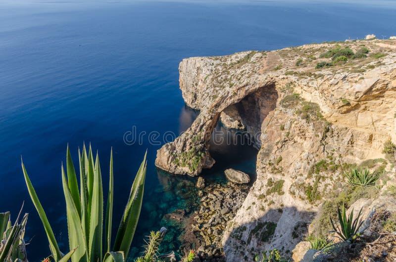 Gruta azul en Zurrieq, Malta imagen de archivo