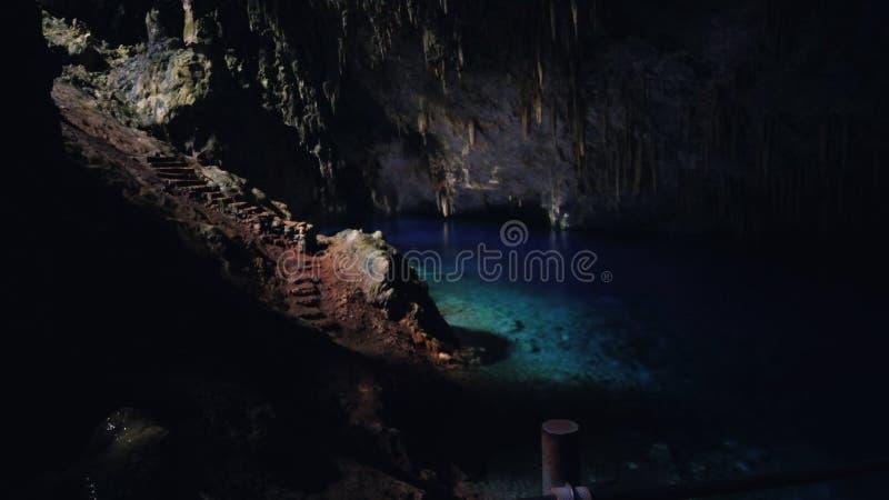 Gruta gör Lago Azul arkivfoton