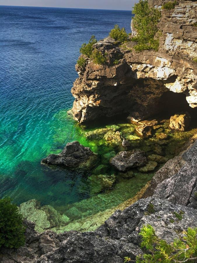 A gruta Tobermory Ontário fotos de stock