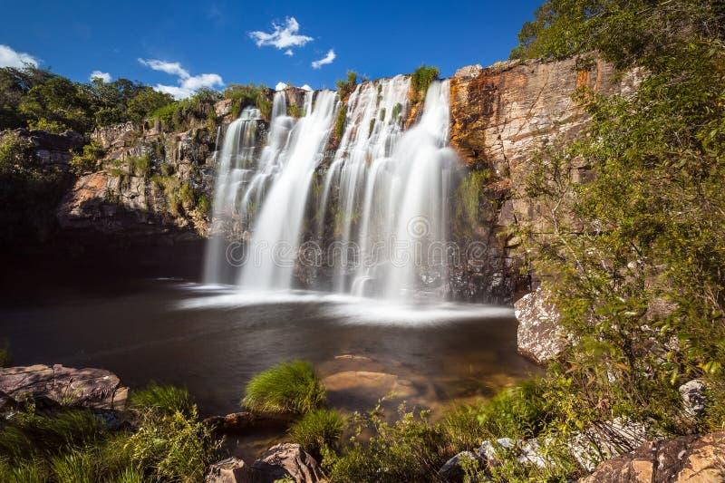 Gruta vattenfall - Serra da Canastra National Park - Delfinopolis fotografering för bildbyråer