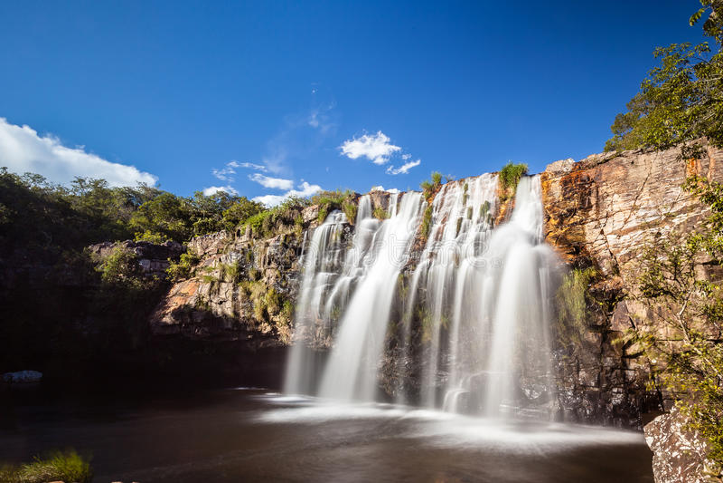 Gruta vattenfall - Serra da Canastra National Park - Delfinopolis arkivbild