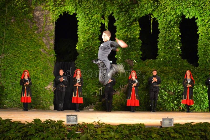Download Gruziński tancerz skacze zdjęcie stock editorial. Obraz złożonej z rozrywka - 57661983