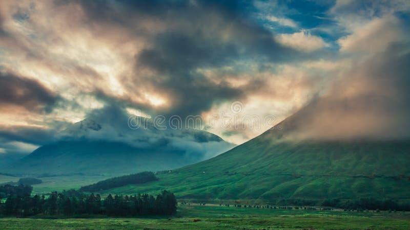 Gry över bergen av Glencoe, Skottland arkivfoto