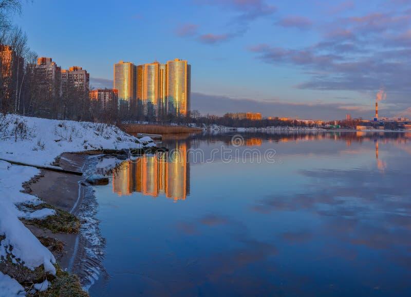 Gry i St Petersburg i området av fiske arkivfoton
