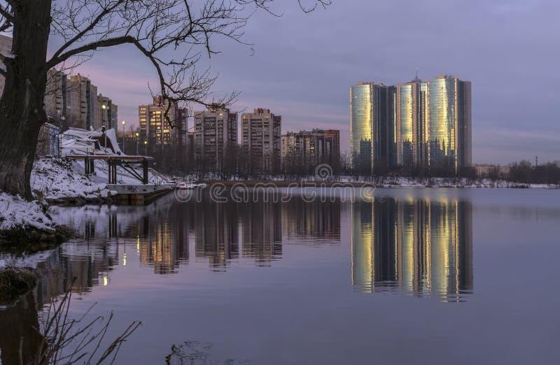 Gry i St Petersburg i området av fiske arkivbild