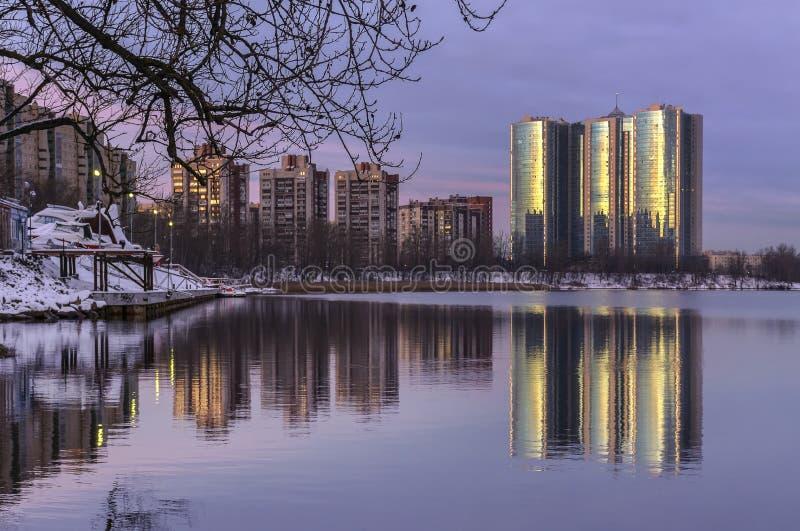 Gry i St Petersburg i området av fiske fotografering för bildbyråer