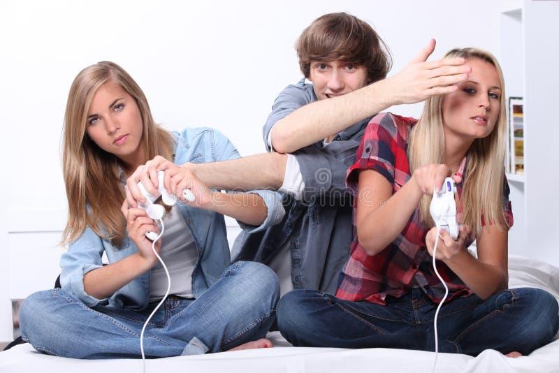 gry komputerowe zaludniają bawić się potomstwa zdjęcie royalty free