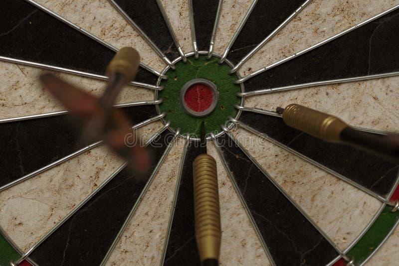 Gry Miss Target na planszy rzutki gry fotografia royalty free