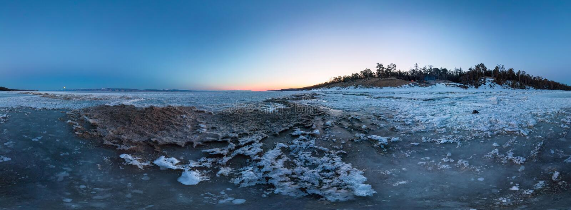 Gry på en sandig strand på ön av Olkhon cylindrisk 360 grad vrpanorama arkivfoton