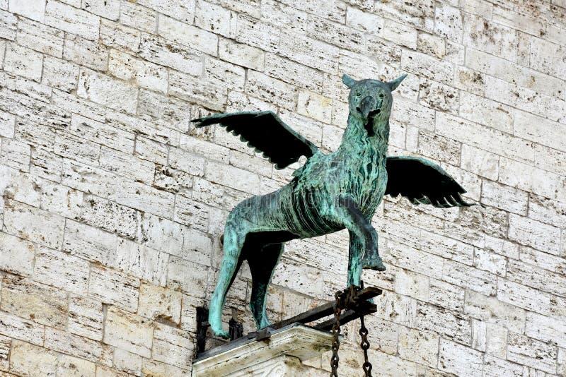 Gryf, mityczna istota przy Palazzo dei Priori w Perugia, Umbria obrazy royalty free
