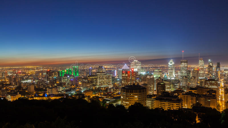 Gryning över den Montreal horisonten arkivfoto