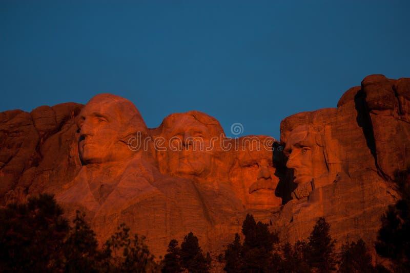 Gryning på den Mount Rushmore monumentet royaltyfri bild