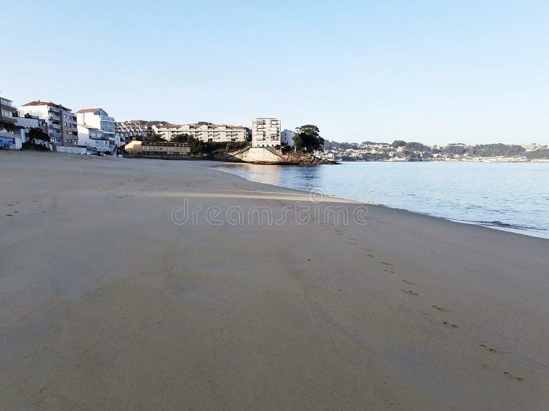 Gryningar på stranden I Galicia nordvästliga Spanien royaltyfri fotografi