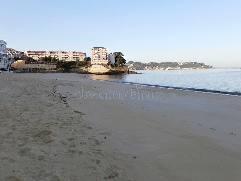 Gryningar på stranden I Galicia nordvästliga Spanien arkivfoto