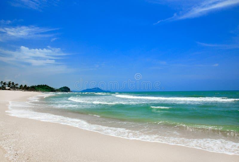 Gryningsikt av sandstranden royaltyfri foto