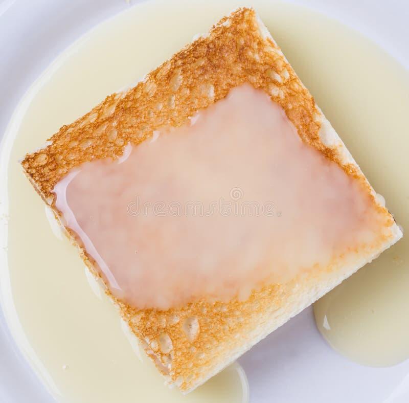 Grzanka VI I Kondensujący mleko obraz royalty free