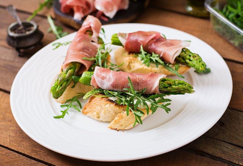 Grzanki (kanapka) z asparagusem zdjęcie royalty free