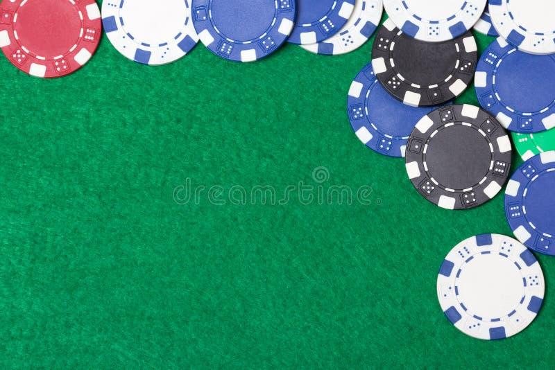 Grzebaków układy scaleni na zielonego stołu tle zdjęcie stock