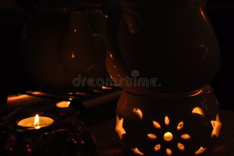 Grzejny herbaciany czajnik, teapot stoi nad ogieniem fotografia royalty free