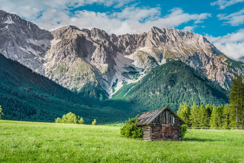Gschwent em Sonnenplateau, Áustria foto de stock royalty free