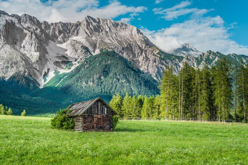 Gschwent em Sonnenplateau, Áustria imagens de stock