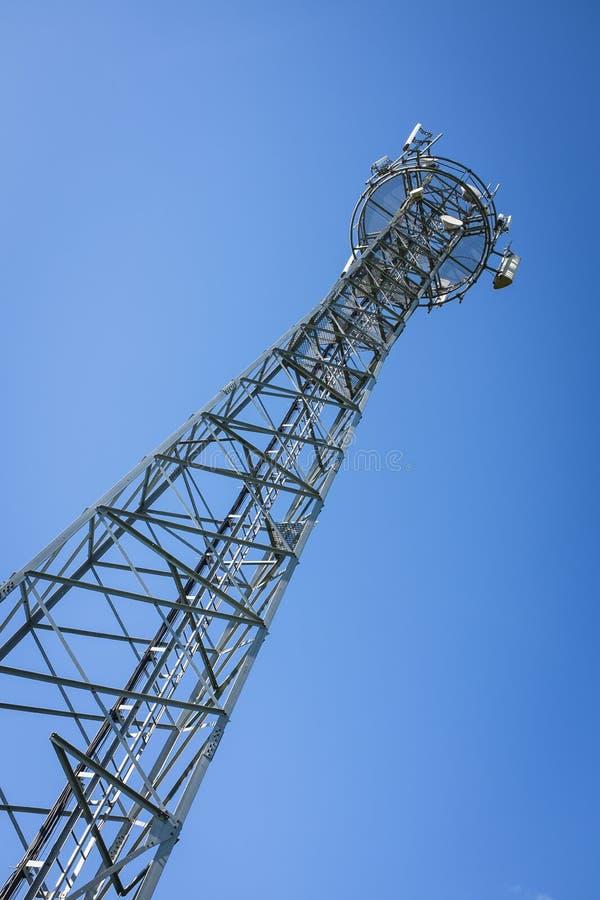 GSM niebieskie niebo i wierza obraz stock