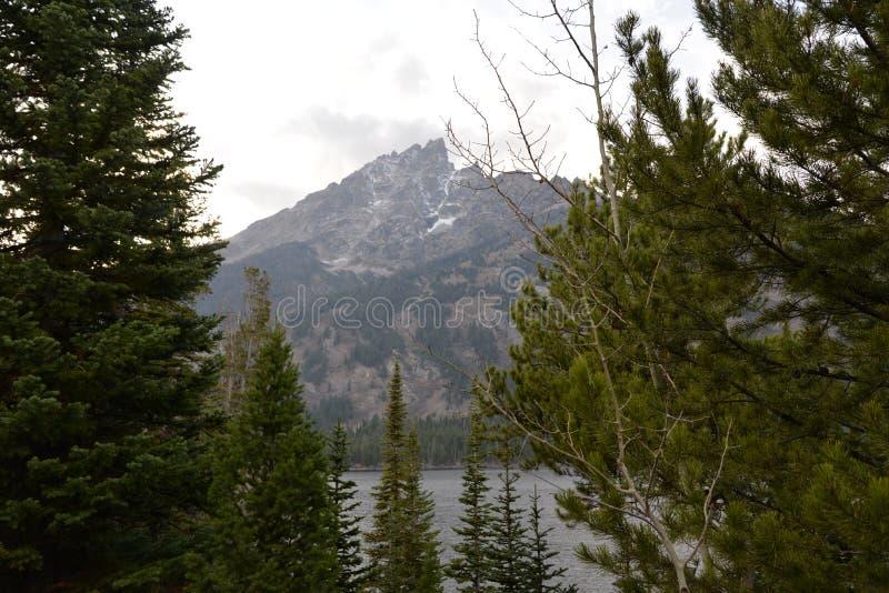 GTNP jeziora oferują wodniactwo i ślada dla tamto które jak aktywna zmiana tempo obrazy royalty free