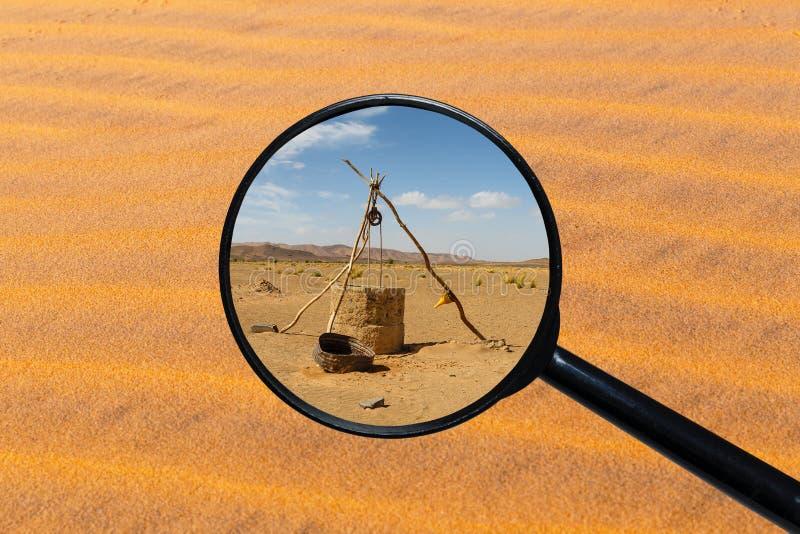 ?gua bem no deserto de Sahara fotografia de stock royalty free