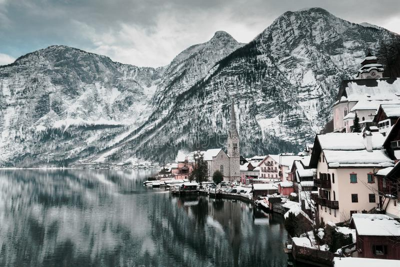 A ?gua do hallstatt, ?ustria imagem de stock royalty free
