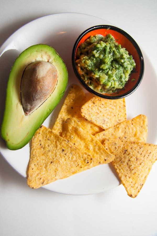 Guacamole della salsa fatto dell'avocado fotografie stock libere da diritti