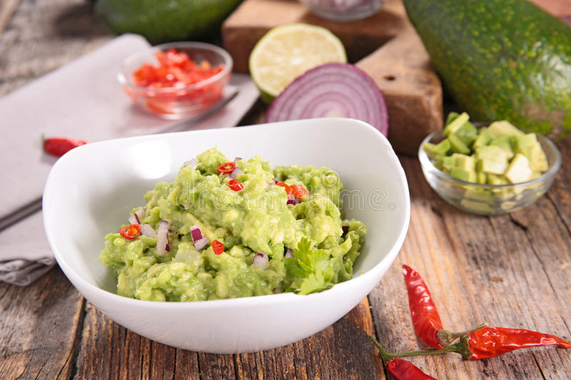 Guacamole e ingredientes imagem de stock royalty free
