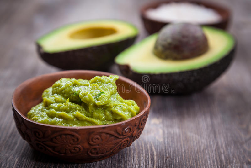 Guacamole med avokadot royaltyfri foto