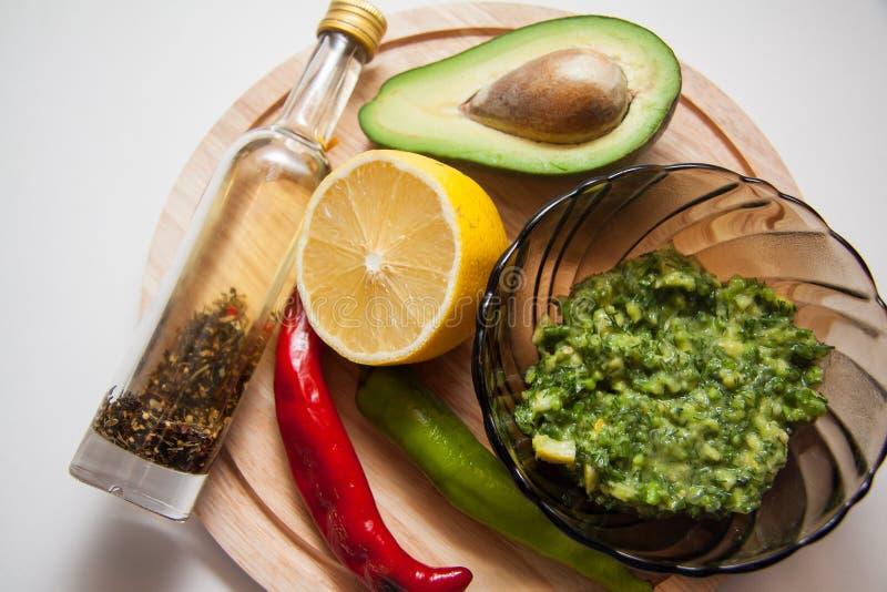 Download Guacamole mexicano imagen de archivo. Imagen de citrus - 64200413