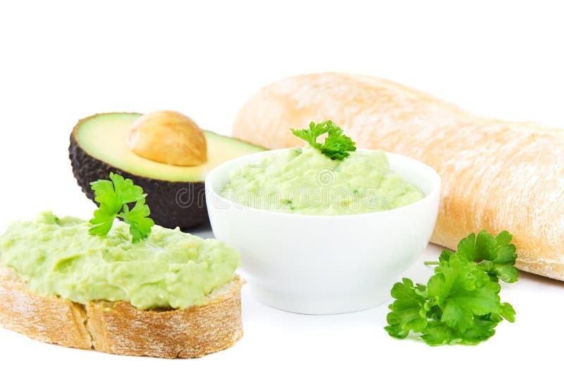 Guacamole und Brot stockfoto