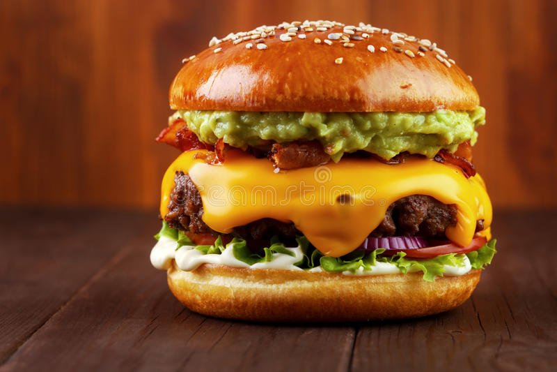 Guacamole wołowiny hamburger zdjęcie royalty free