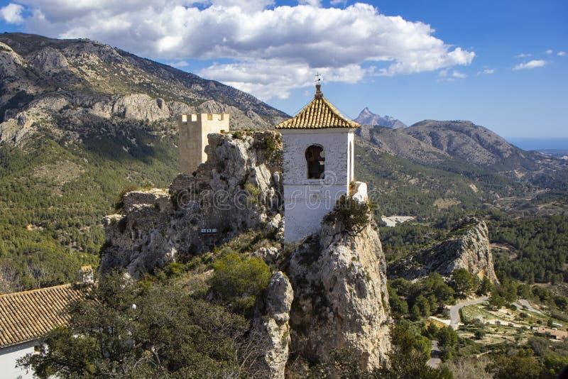 Guadalest kasteel met klokketoren Guadalest Alicante, Spanje royalty-vrije stock fotografie