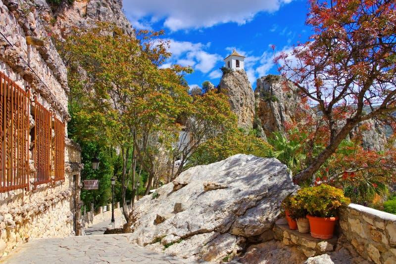 Guadalest, pueblo en montañas rocosas, Costa Blanca foto de archivo libre de regalías