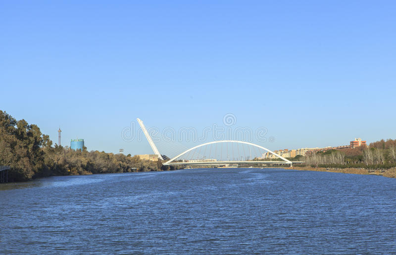 Guadalquivir flod på Seville, Spanien royaltyfria foton