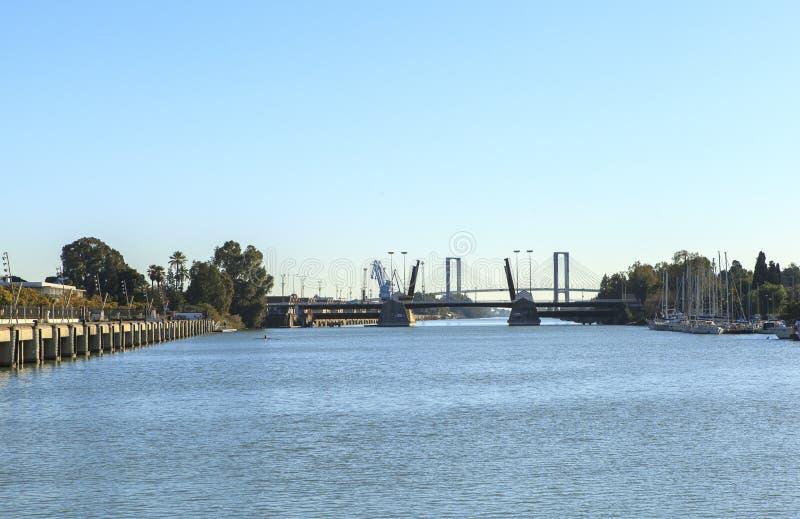 Guadalquivir-Fluss bei Sevilla, Spanien stockfotografie