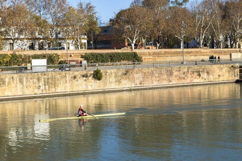 Guadalquivir-Fluss bei Sevilla, Spanien lizenzfreies stockbild
