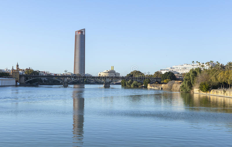 Guadalquivir-Fluss bei Sevilla, Spanien lizenzfreie stockfotografie