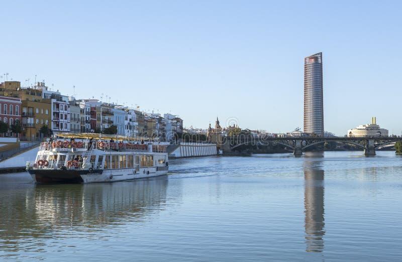 Guadalquivir-Fluss bei Sevilla, Spanien lizenzfreie stockbilder