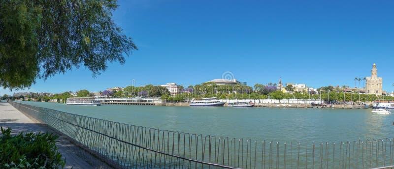 Guadalquivir-Fluss in Sevilla, Spain Panoramische Ansicht stockfotografie