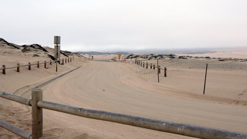 guadalupe, KALIFORNIA STANY ZJEDNOCZONE, OCT, - 8, 2014: piasek diuny i ulica wśród parka narodowego w CA along fotografia stock