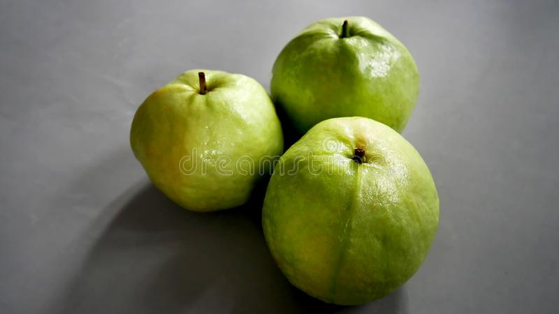 Guaiave mature fresche di Kimju fotografia stock