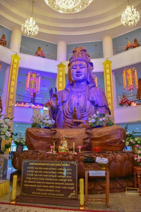 Guan Im de madera Buda en el templo de Wat Huay Pla Kang foto de archivo
