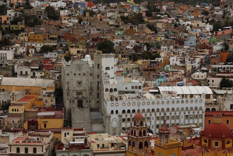 Guanajuatouniversiteit onder huizen, Guanajuato, Mexico royalty-vrije stock afbeeldingen
