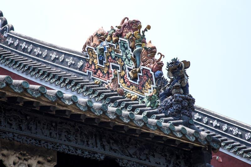 Guangzhou, attractions touristiques célèbres du ` s de la Chine, hall héréditaire de Chen, toit avec le processus de bâti de chau image stock