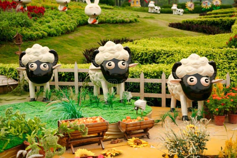 Guangzhou, China - 11 de julio de 2018: Figuras animales lindas en el jardín de Yuntai fotografía de archivo libre de regalías
